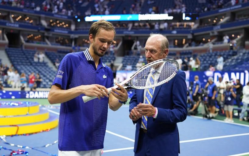 Даниил Медведев передал ракетку с финала US Open в Международный зал теннисной славы