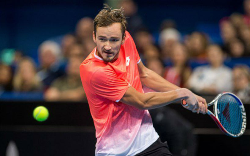 Медведев вышел в полуфинал турнира в Вашингтоне