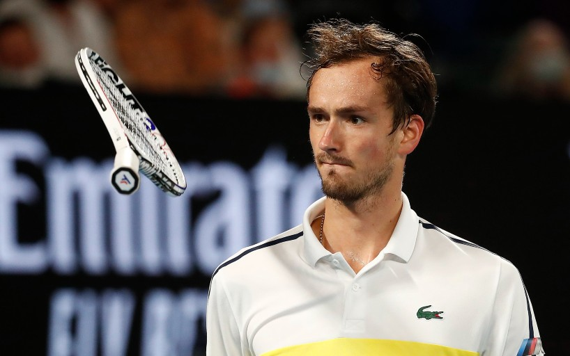 Мельбурн. Даниил Медведев сломал ракетку во втором сете финала