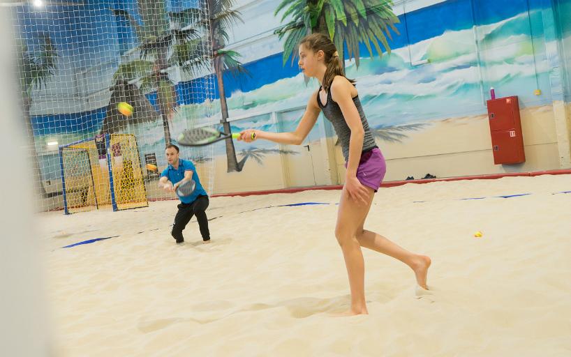 В Москве стартовал первый международный юниорский турнир по пляжному теннису с рейтингом ITF