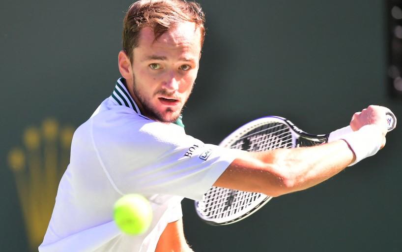 Даниил Медведев в третий раз в сезоне уступил в матче, выиграв первый сет