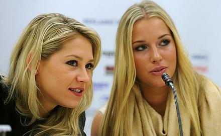 Анна Курникова и Доминика Цибулкова на пресс-конференции