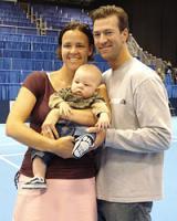 Фото: www.wtatour.ru. Линдсэй Дэвенпорт и ее муж Джонатан Лич с их первым ребенком - сыном Джаггером